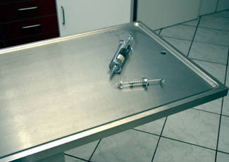 Coon Rapids, MN Cleanroom Table